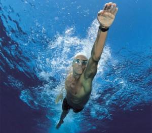 ejercicio físico saludable nadar