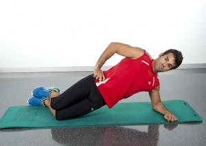 ejercicios abdominales para hacer en casa puente lateral rodillas suelo