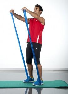 tonificar la espalda ejercicio elevaciones frontales hombro