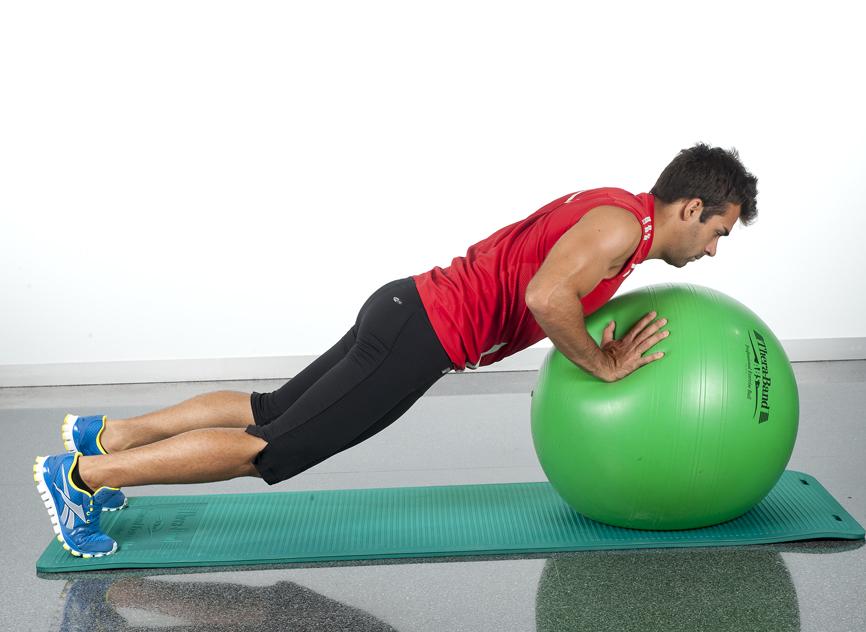 ejercicios en casa para pectorales flexiones brazos fitball