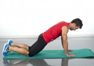 circuito flexiones rodillas suelo ejercicio pectoral