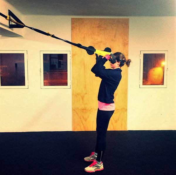 trx ejercicios basicos flexion brazos biceps