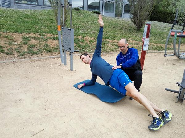ejercicios abdominales plancha lateral
