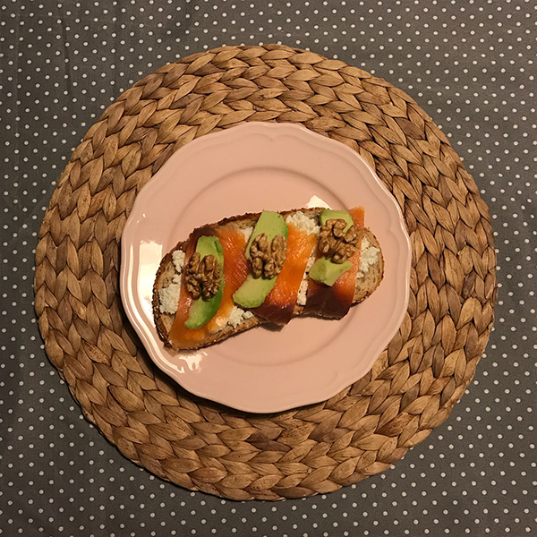 aguacate verde salmon requeson nueces