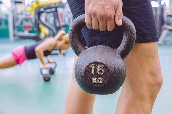 entrenamiento crossfit pesas