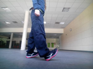 ejercicios de equilibrio caminar con talones