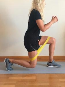 entrenamiento de pierna con elasticos zancada dos