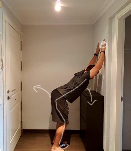 estiramientos de espalda sencillos pared2
