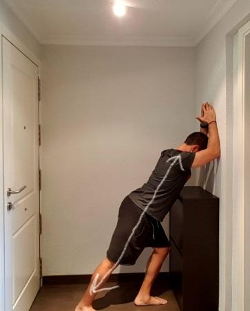 estiramientos de espalda sencillos pared