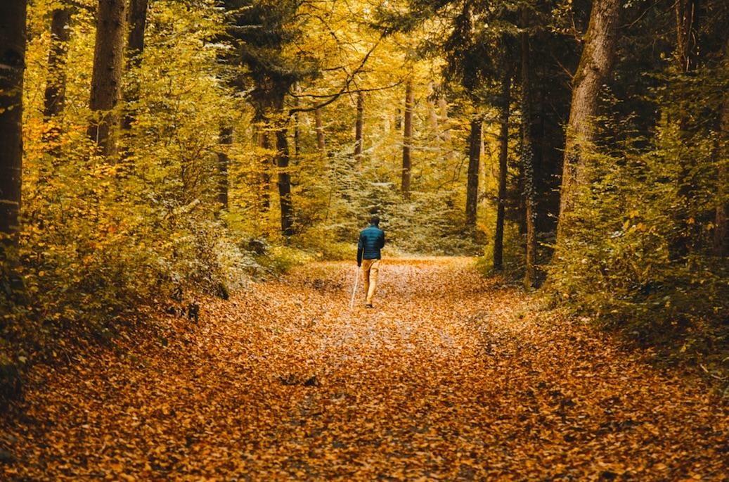 foto-practicar-deporte-otoño-paisaje